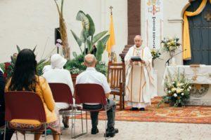 La Basílica Misión de San Buenaventura fue develada como la primera basílica en la Arquidiócesis de Los Angeles, y la 88 en los Estados Unidos, durante una misa especial celebrada afuera en el jardín de la misión el 15 de julio de 2020. (Colton Machado/Arquidiócesis de LA)